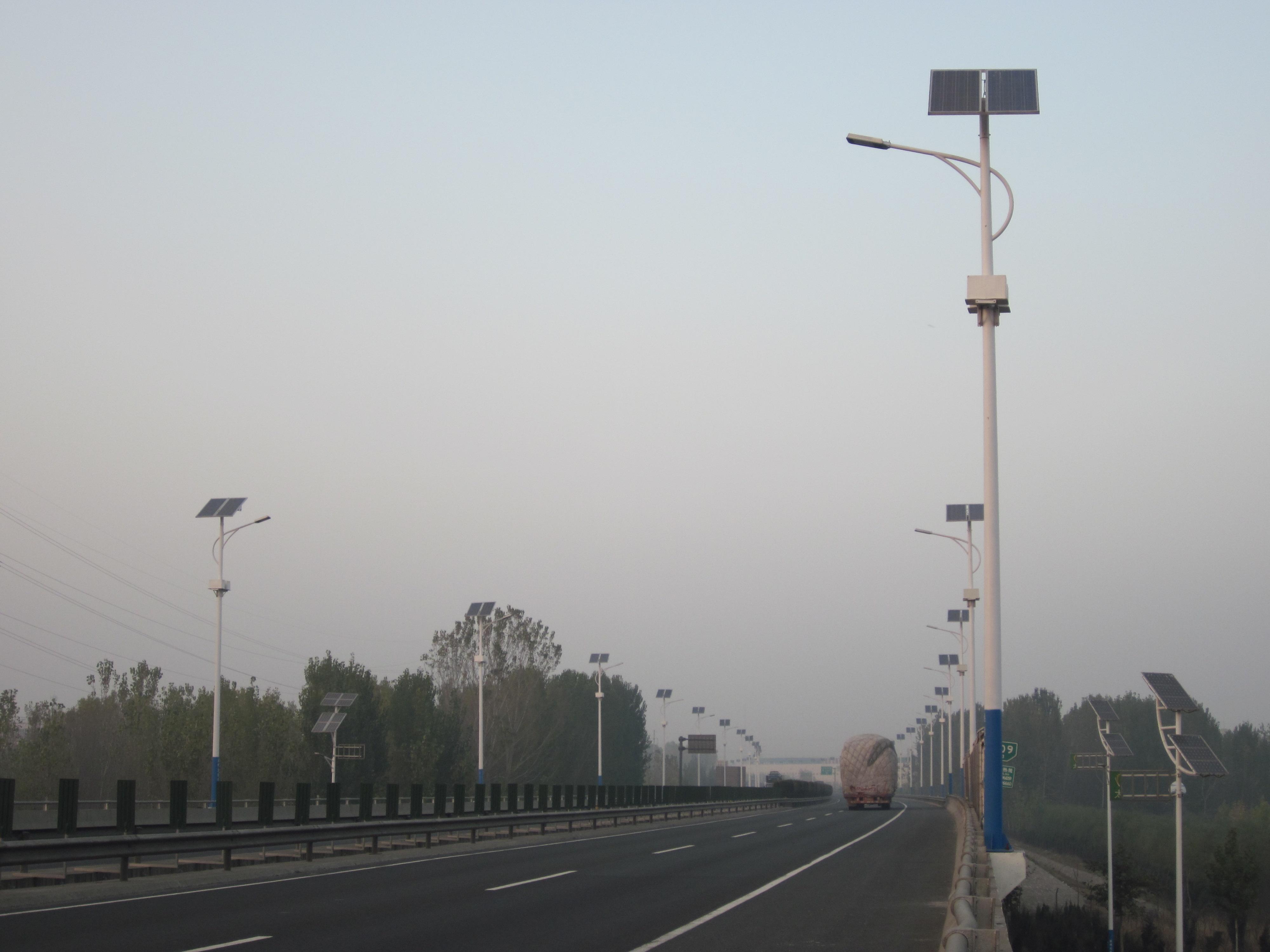 青岛大学校园路灯图
